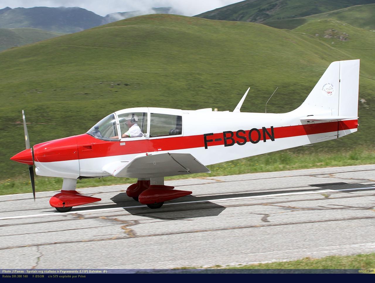 DR-300_F-BSON_Peyresourde_(LFIP)-Balestas__(F)-24626-par-SpotAir