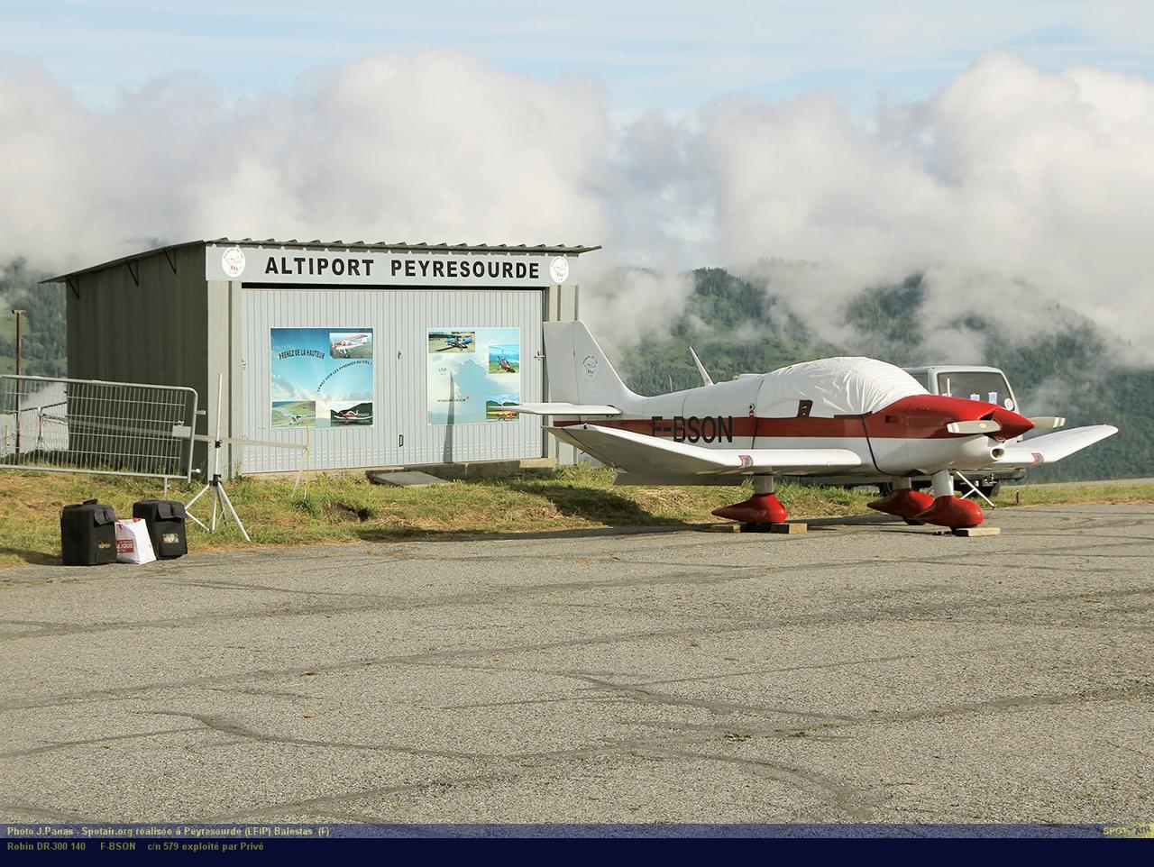 DR-300_F-BSON_Peyresourde_(LFIP)-Balestas__(F)-24688-par-SpotAir