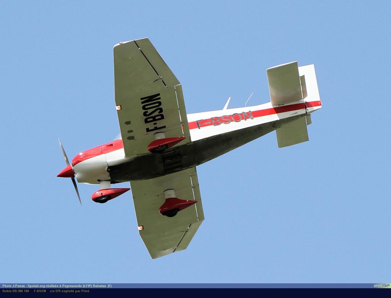 DR-300_F-BSON_Peyresourde_(LFIP)-Balestas__(F)-24850-par-SpotAir